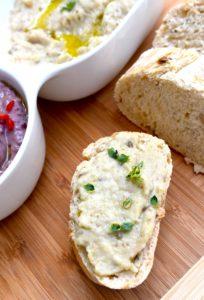 Brot mit Auberginenpüree